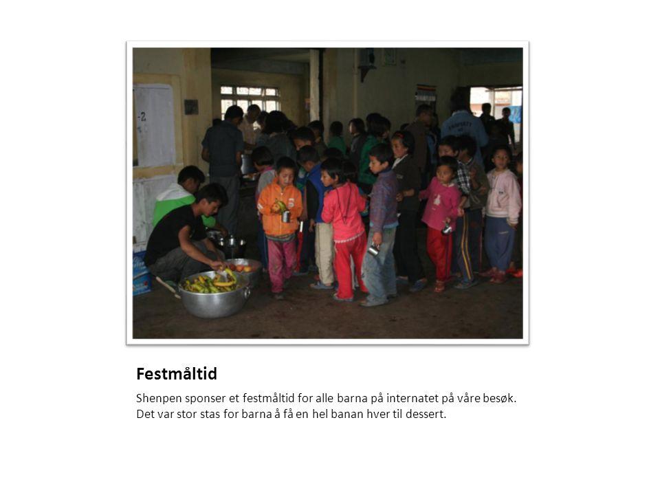 Festmåltid Shenpen sponser et festmåltid for alle barna på internatet på våre besøk. Det var stor stas for barna å få en hel banan hver til dessert.