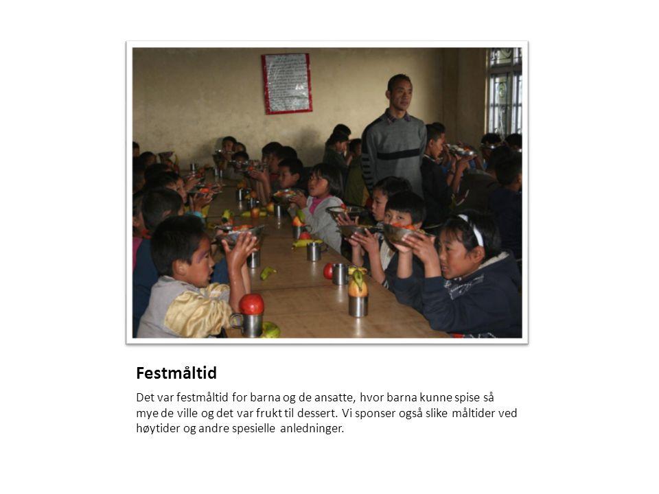 Festmåltid Det var festmåltid for barna og de ansatte, hvor barna kunne spise så mye de ville og det var frukt til dessert. Vi sponser også slike målt