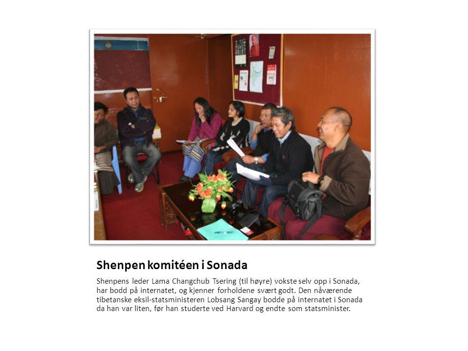 Shenpen komitéen i Sonada Shenpens leder Lama Changchub Tsering (til høyre) vokste selv opp i Sonada, har bodd på internatet, og kjenner forholdene sv