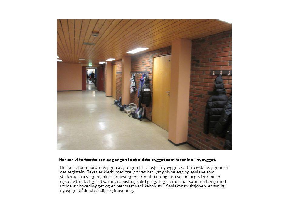 Her ser vi fortsettelsen av gangen i det eldste bygget som fører inn i nybygget. Her ser vi den nordre veggen av gangen i 1. etasje i nybygget, sett f