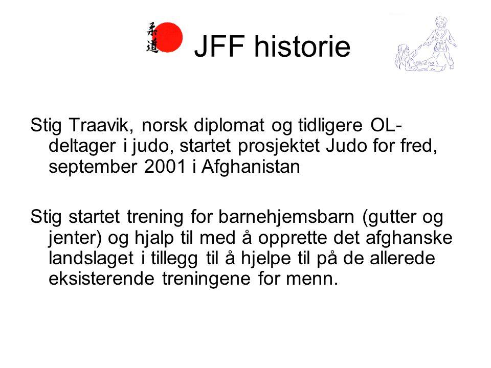 Stig Traavik, norsk diplomat og tidligere OL- deltager i judo, startet prosjektet Judo for fred, september 2001 i Afghanistan Stig startet trening for barnehjemsbarn (gutter og jenter) og hjalp til med å opprette det afghanske landslaget i tillegg til å hjelpe til på de allerede eksisterende treningene for menn.