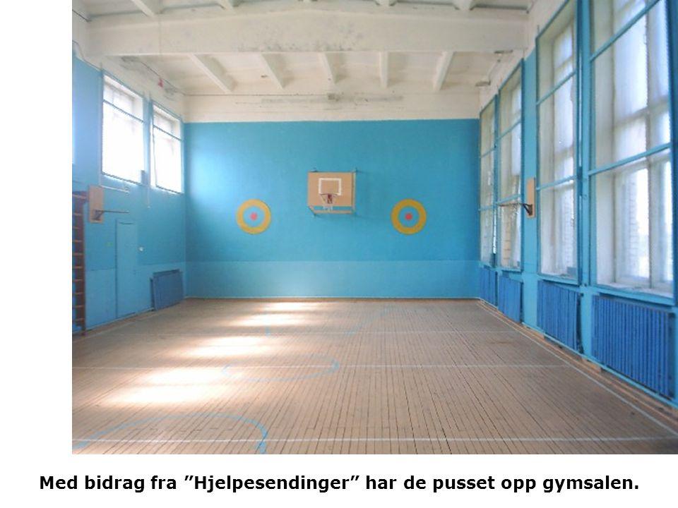 Med bidrag fra Hjelpesendinger har de pusset opp gymsalen.
