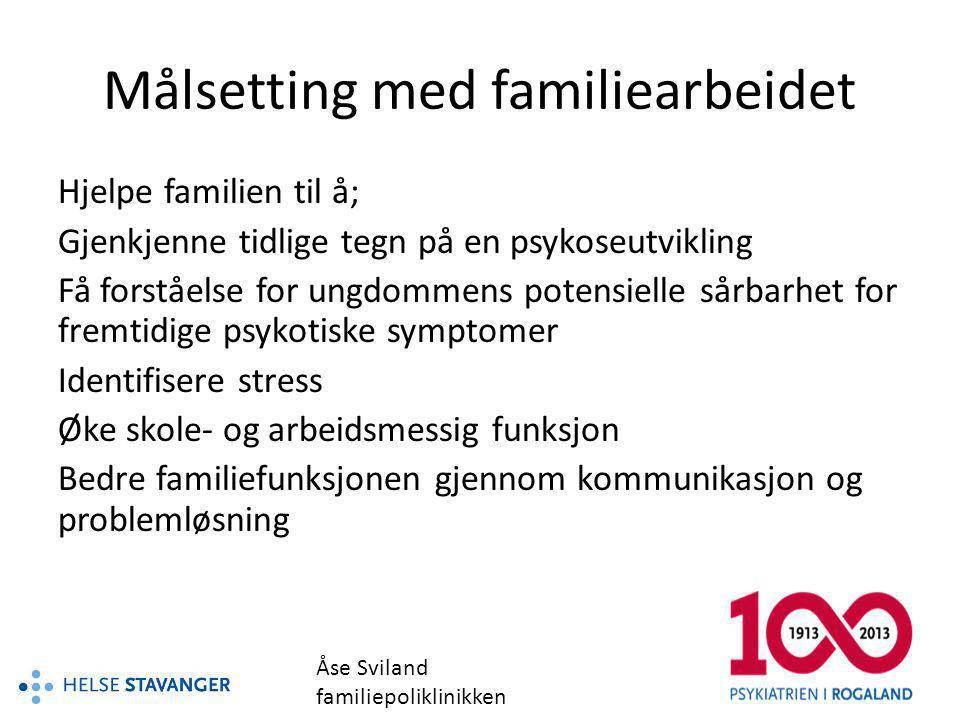 POP-familiearbeid så langt 1 kick of seminar 3 samlinger for de ansvarlige ift familiearbeidet fra Helse Stavanger og Helse Fonna 14 gruppeledere 2 veiledere 3 fagdager m/Mary O`Brien 2 av gruppelederne vært hos O`Brien og hatt veiledning.