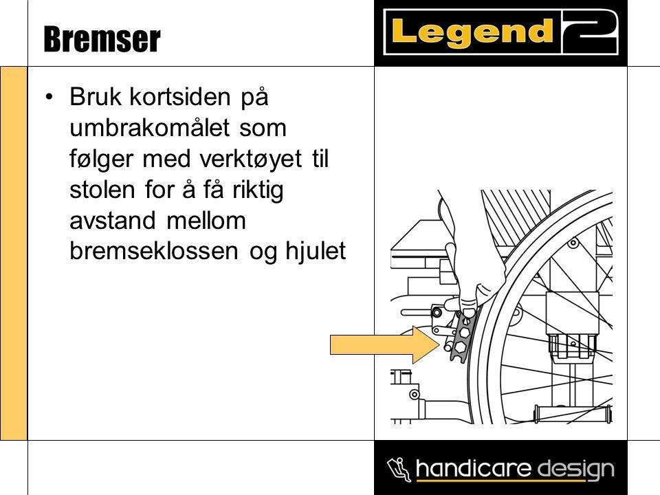 Bremser •Bruk kortsiden på umbrakomålet som følger med verktøyet til stolen for å få riktig avstand mellom bremseklossen og hjulet