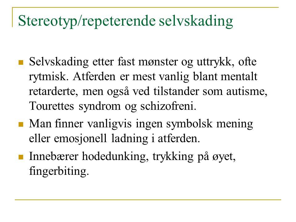 Overfladisk og moderat selvskading  Mest vanlig form for selvskading  Atferden er gjerne mest sporadisk eller repeterende, og oftest tett koblet til en emosjonell tilstand  Inkluderer bl.a.