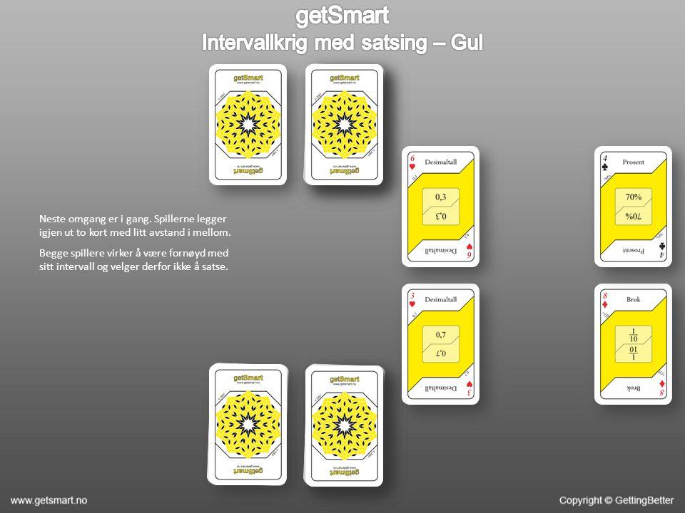 Neste omgang er i gang. Spillerne legger igjen ut to kort med litt avstand i mellom. Begge spillere virker å være fornøyd med sitt intervall og velger