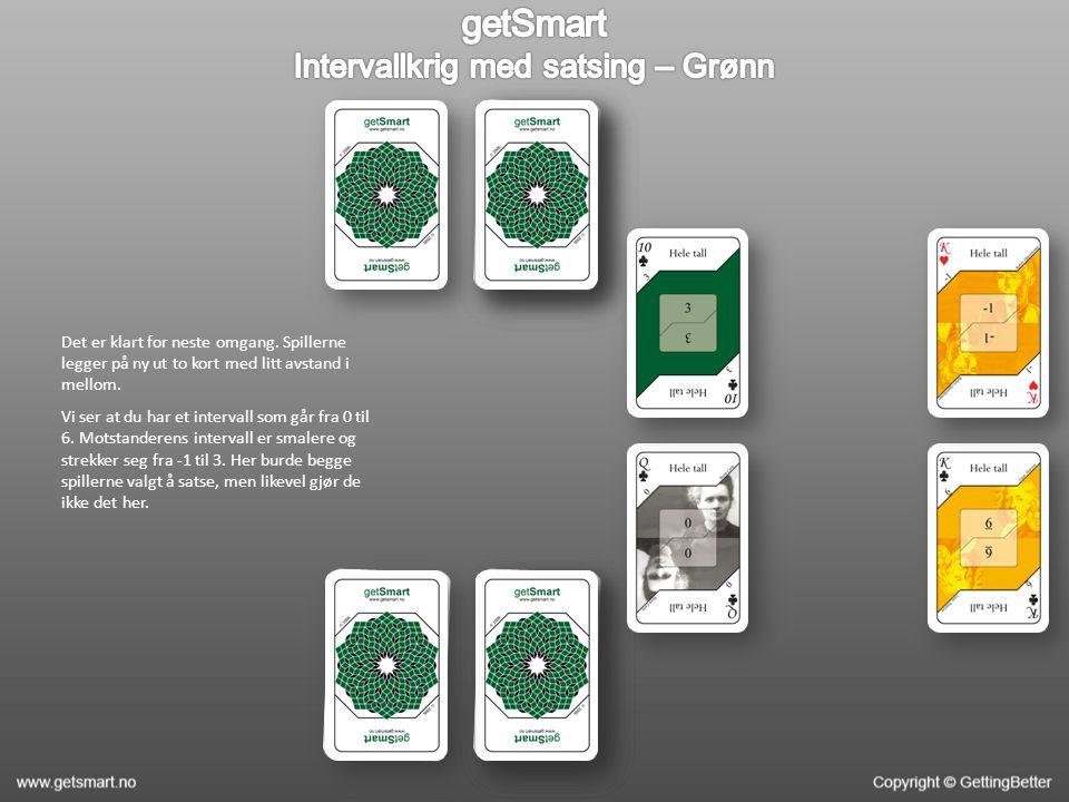 Det er klart for neste omgang. Spillerne legger på ny ut to kort med litt avstand i mellom.