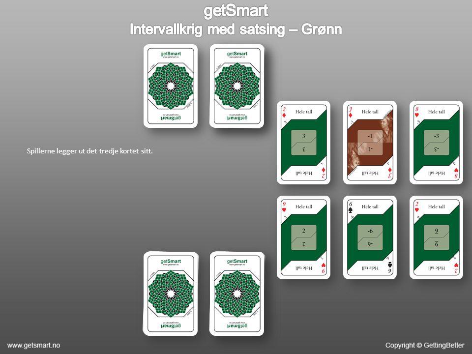Spillerne legger ut det tredje kortet sitt.