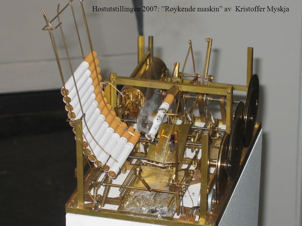 """Håvar Brendryen, Stipendiat, Psykologisk institutt Røykende maskin Høstutstillingen 2007: """"Røykende maskin"""" av Kristoffer Myskja"""