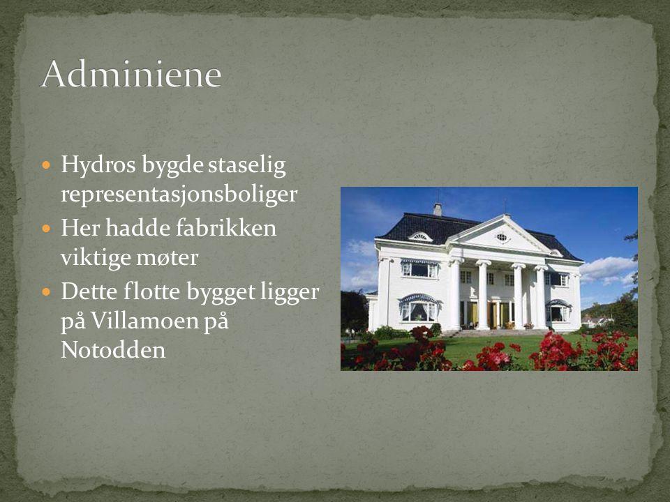  På Villamoen (på andre siden av kirken) ble funksjonærboligene bygd.  Funksjonærene jobbet på kontorene.