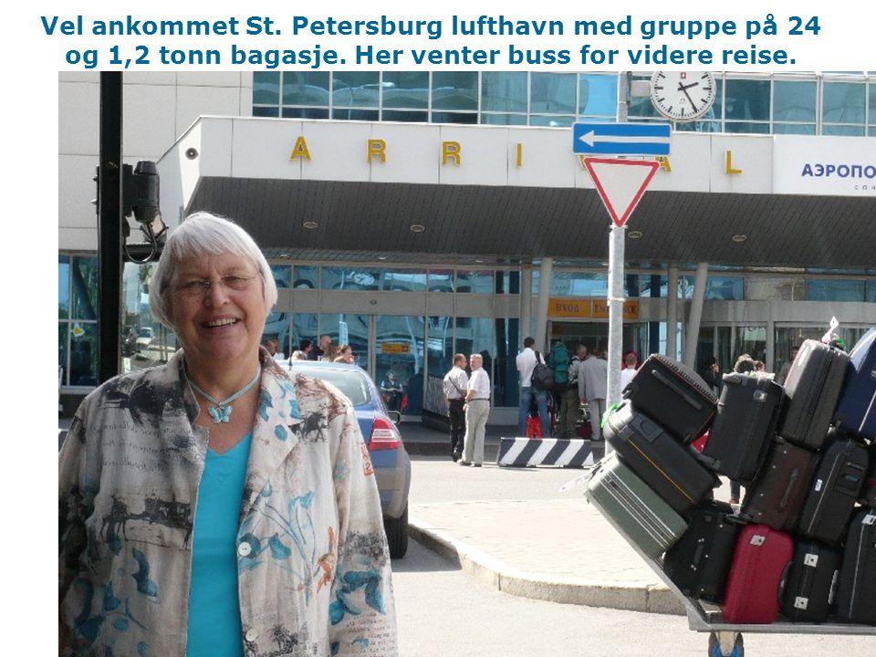 Vel ankommet St.Petersburg lufthavn med gruppe på 24 og 1,2 tonn bagasje.