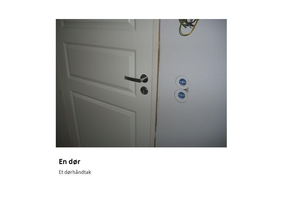 En dør Et dørhåndtak
