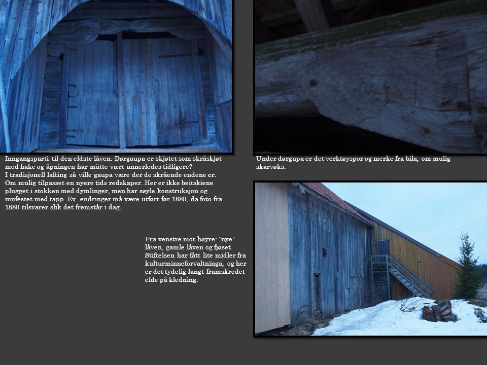 Inngangsparti til den eldste låven. Dørgaupa er skjøtet som skråskjøt med hake og åpningen har måtte vært annerledes tidligere? I tradisjonell lafting