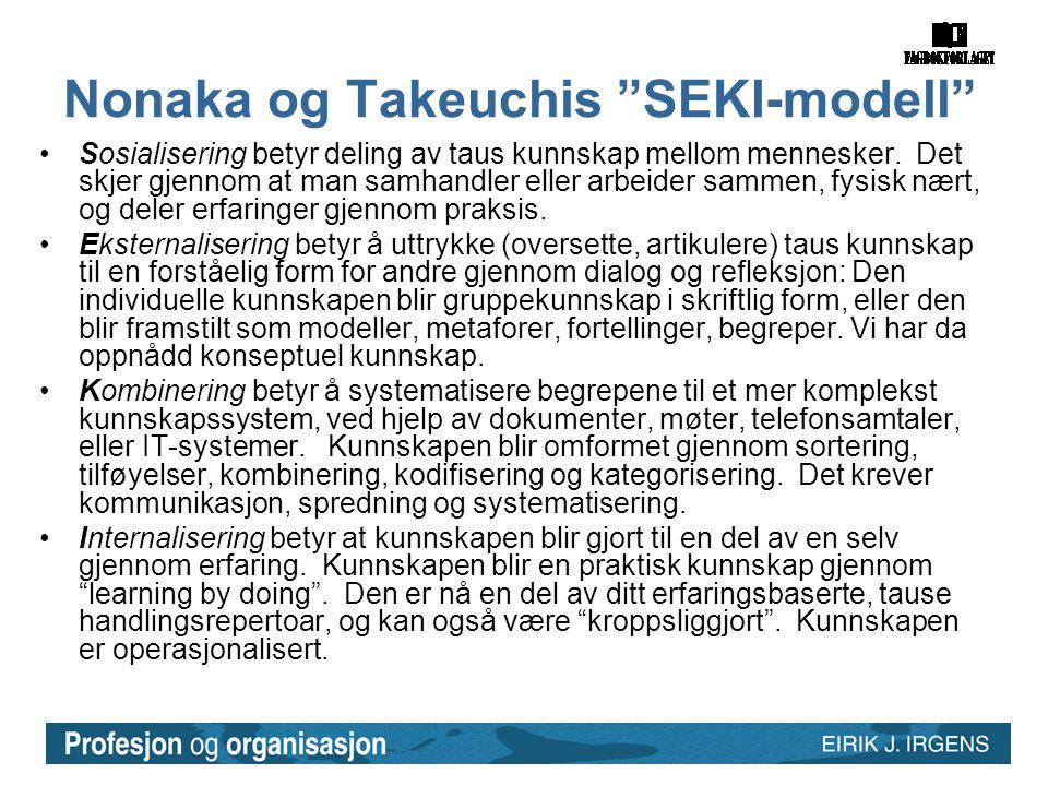 """Nonaka og Takeuchis """"SEKI-modell"""" •Sosialisering betyr deling av taus kunnskap mellom mennesker. Det skjer gjennom at man samhandler eller arbeider sa"""