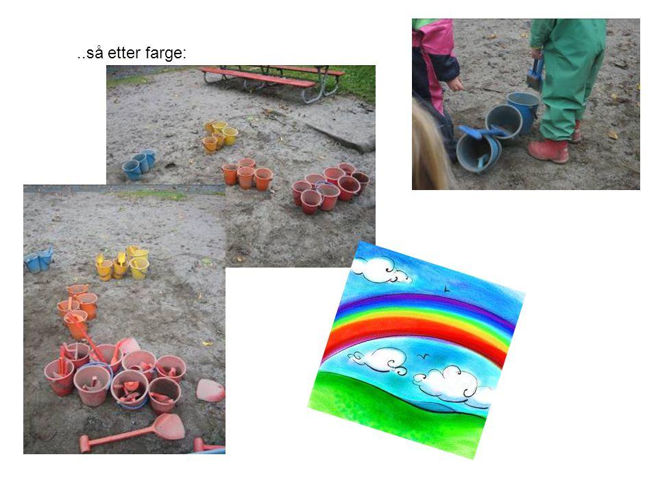 Kasser og leker kan brukes på mange slags vis og romfølelsen blir stimulert.