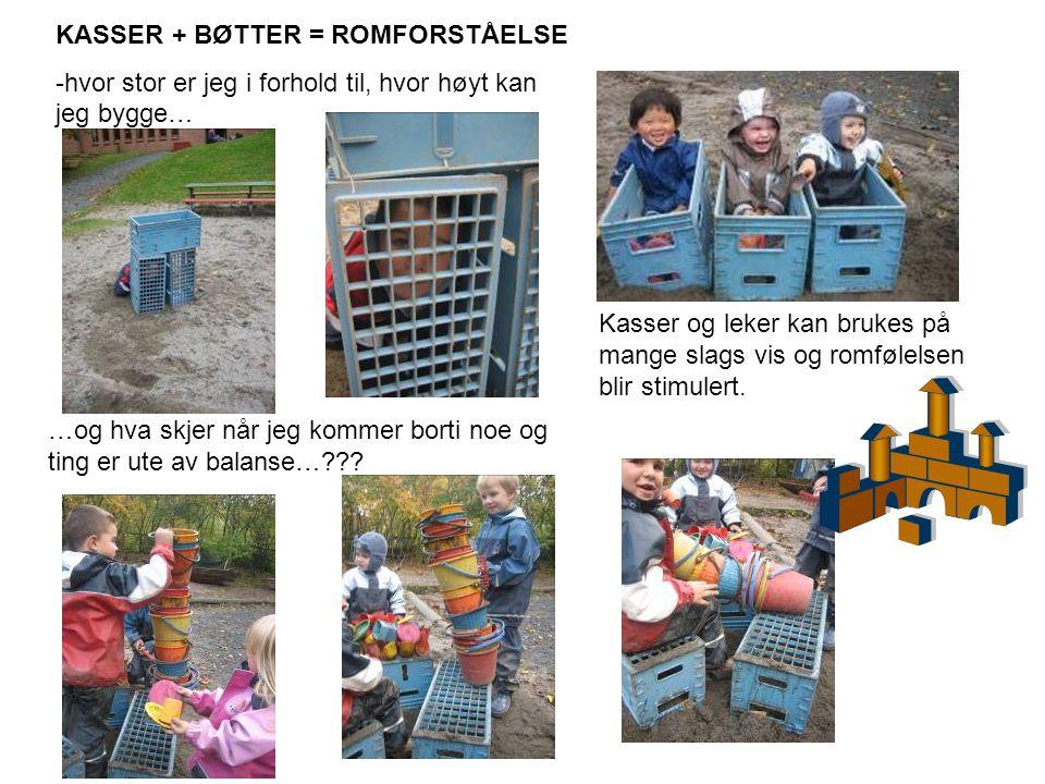Kasser og leker kan brukes på mange slags vis og romfølelsen blir stimulert. KASSER + BØTTER = ROMFORSTÅELSE -hvor stor er jeg i forhold til, hvor høy