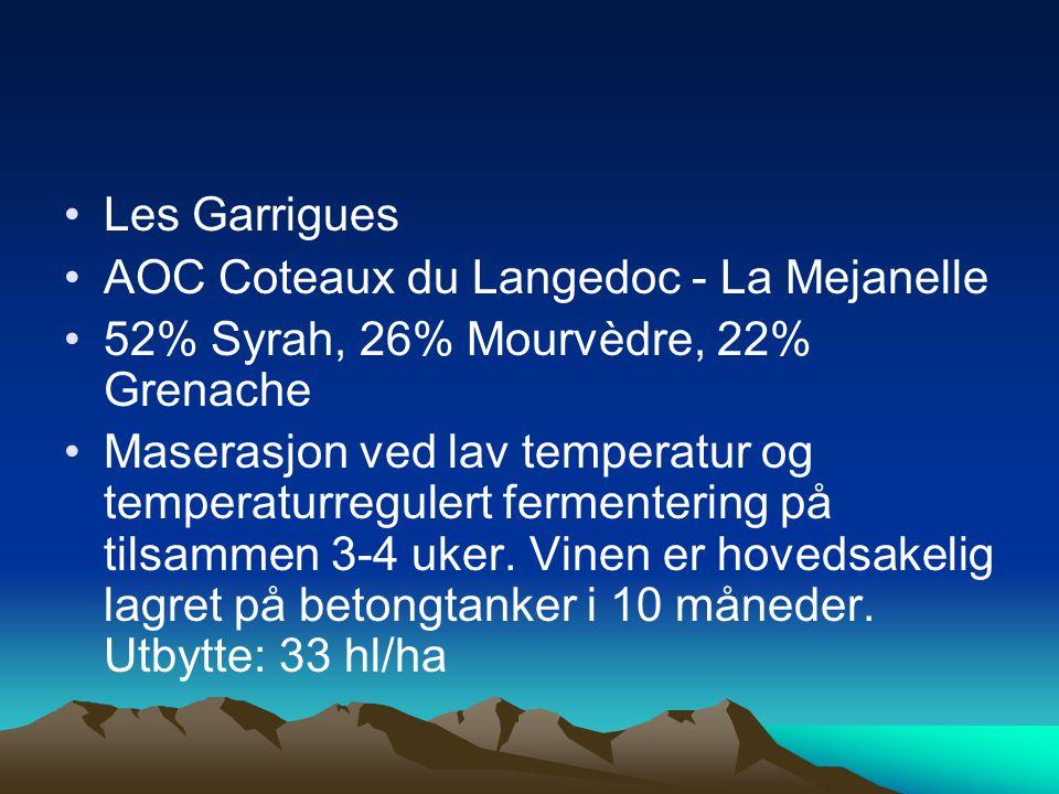 •Les Garrigues •AOC Coteaux du Langedoc - La Mejanelle •52% Syrah, 26% Mourvèdre, 22% Grenache •Maserasjon ved lav temperatur og temperaturregulert fermentering på tilsammen 3-4 uker.