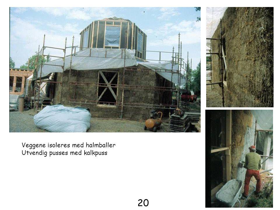Veggene isoleres med halmballer Utvendig pusses med kalkpuss 20