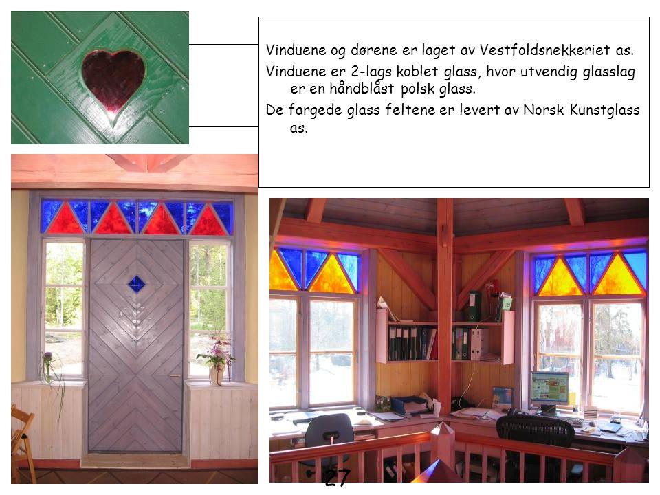Vinduene og dørene er laget av Vestfoldsnekkeriet as. Vinduene er 2-lags koblet glass, hvor utvendig glasslag er en håndblåst polsk glass. De fargede