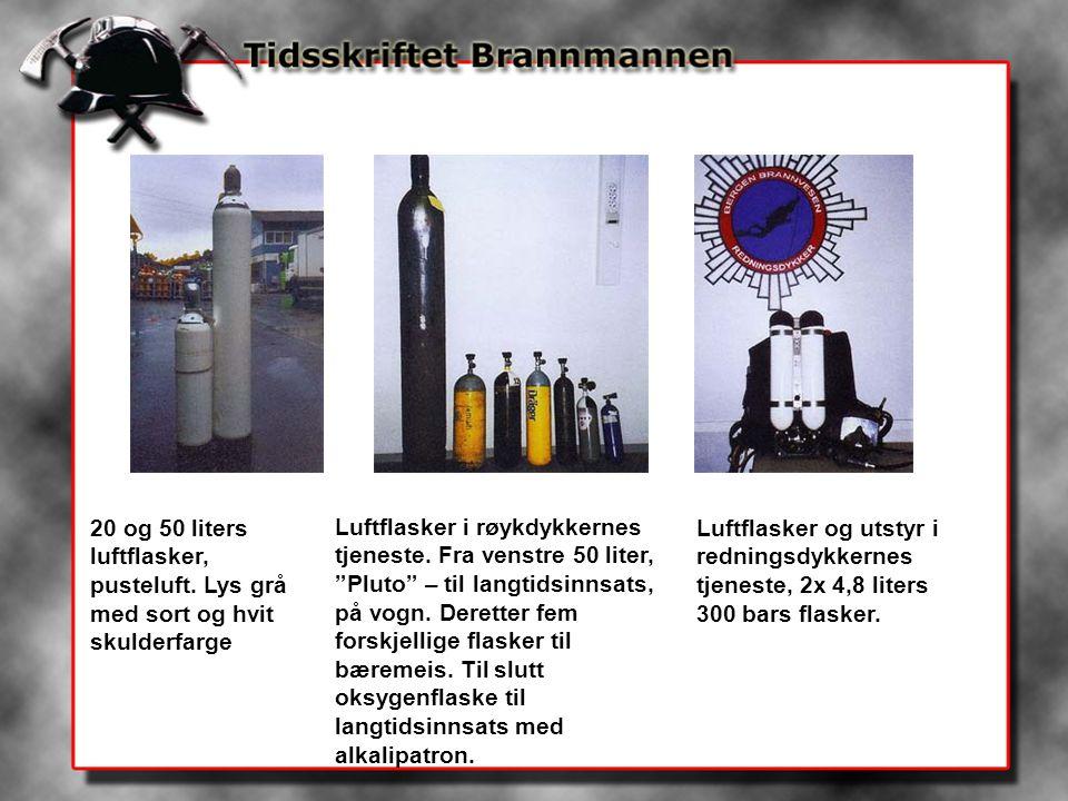 """20 og 50 liters luftflasker, pusteluft. Lys grå med sort og hvit skulderfarge Luftflasker i røykdykkernes tjeneste. Fra venstre 50 liter, """"Pluto"""" – ti"""