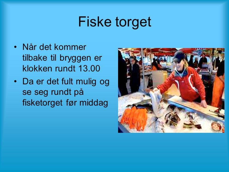 Fiske torget •Når det kommer tilbake til bryggen er klokken rundt 13.00 •Da er det fult mulig og se seg rundt på fisketorget før middag