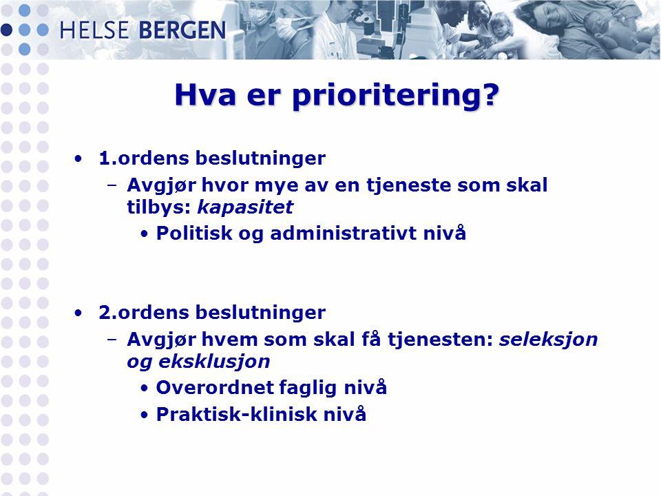 Hva er prioritering? •1.ordens beslutninger –Avgjør hvor mye av en tjeneste som skal tilbys: kapasitet •Politisk og administrativt nivå •2.ordens besl