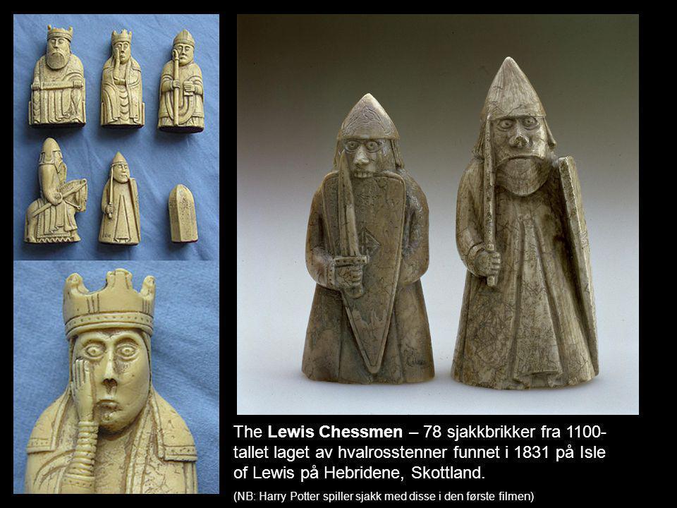 The Lewis Chessmen – 78 sjakkbrikker fra 1100- tallet laget av hvalrosstenner funnet i 1831 på Isle of Lewis på Hebridene, Skottland.