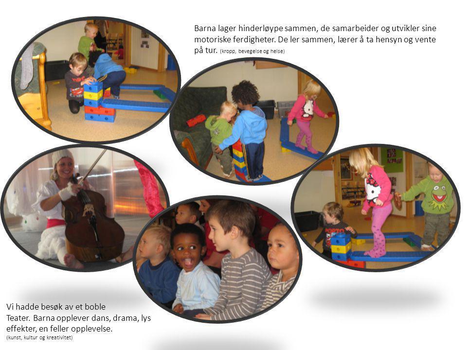 Barna lager hinderløype sammen, de samarbeider og utvikler sine motoriske ferdigheter. De ler sammen, lærer å ta hensyn og vente på tur. (kropp, beveg