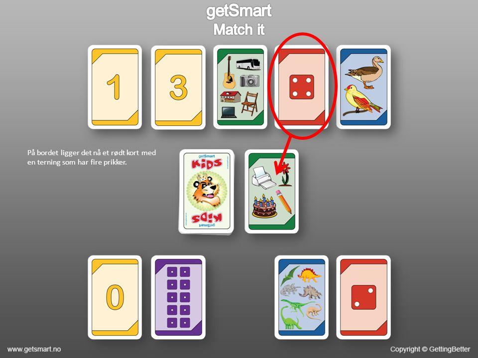 På bordet ligger det nå et rødt kort med en terning som har fire prikker.