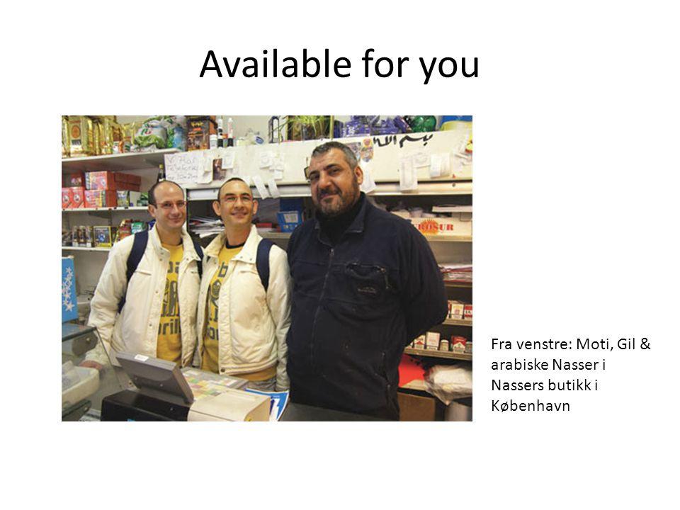 Available for you Fra venstre: Moti, Gil & arabiske Nasser i Nassers butikk i København