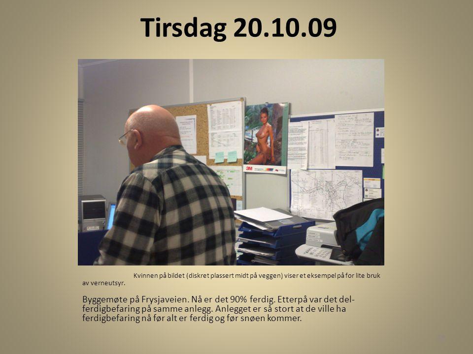 Tirsdag 20.10.09 Kvinnen på bildet (diskret plassert midt på veggen) viser et eksempel på for lite bruk av verneutsyr. Byggemøte på Frysjaveien. Nå er