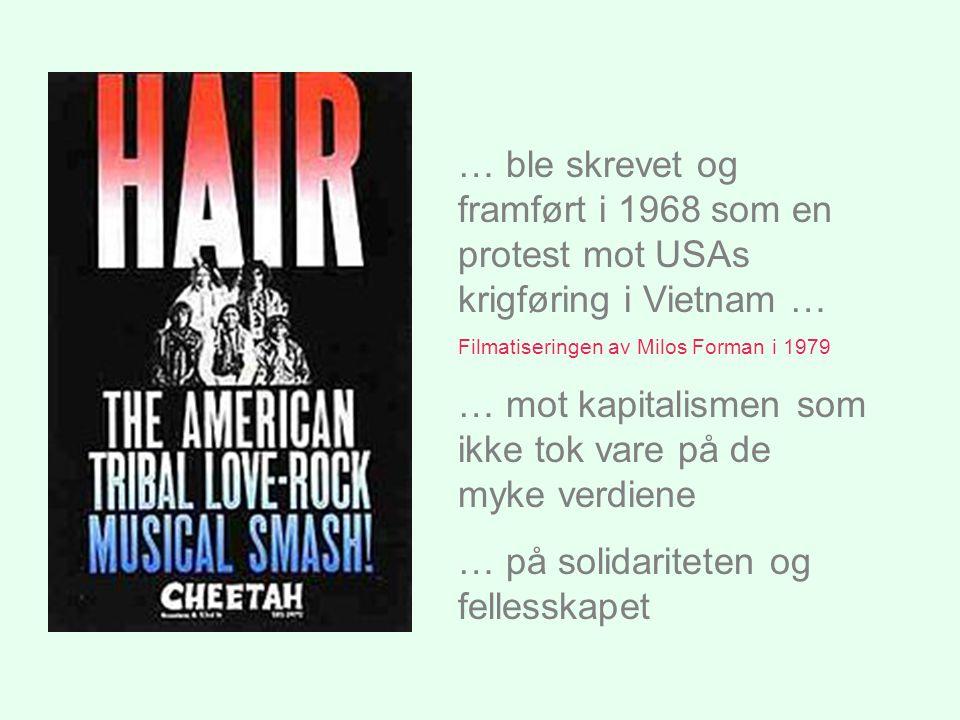 … ble skrevet og framført i 1968 som en protest mot USAs krigføring i Vietnam … Filmatiseringen av Milos Forman i 1979 … mot kapitalismen som ikke tok