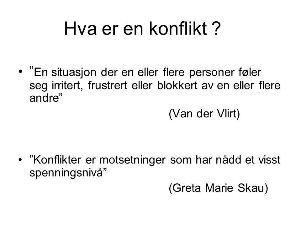 """Hva er en konflikt ? •"""" En situasjon der en eller flere personer føler seg irritert, frustrert eller blokkert av en eller flere andre"""" (Van der Vlirt)"""