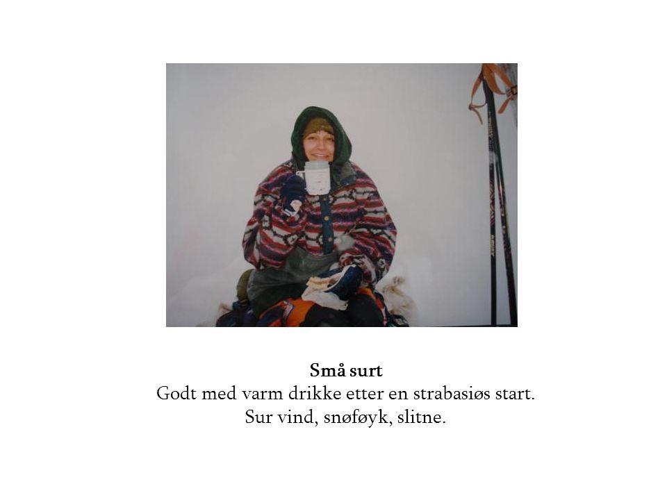 Små surt Godt med varm drikke etter en strabasiøs start. Sur vind, snøføyk, slitne.