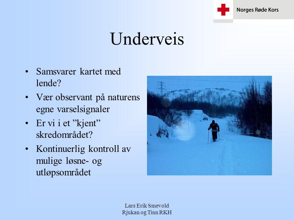 """Lars Erik Smevold Rjukan og Tinn RKH Underveis •Samsvarer kartet med lende? •Vær observant på naturens egne varselsignaler •Er vi i et """"kjent"""" skredom"""