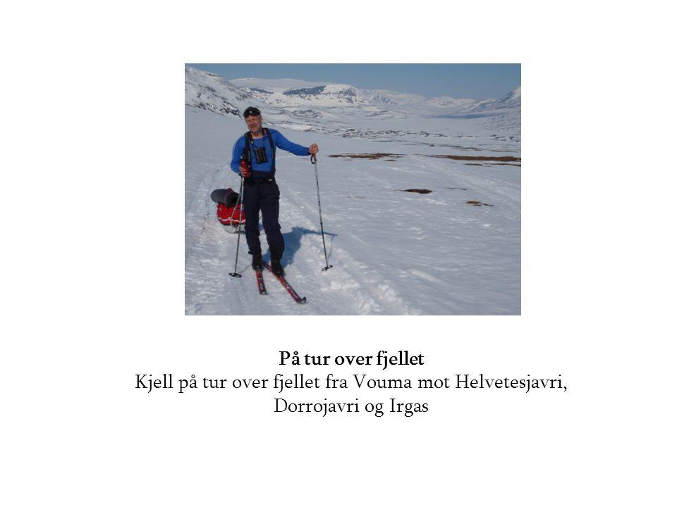 På tur over fjellet Kjell på tur over fjellet fra Vouma mot Helvetesjavri, Dorrojavri og Irgas
