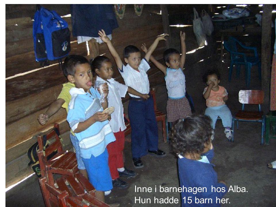 Inne i barnehagen hos Alba. Hun hadde 15 barn her.
