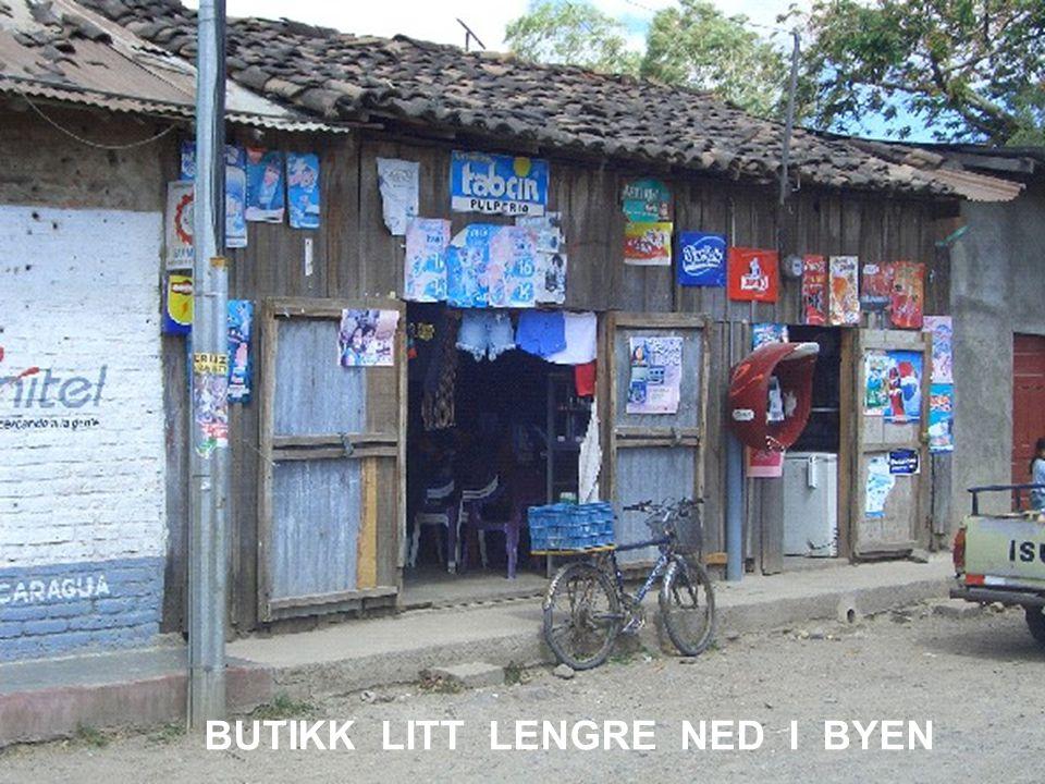 BUTIKK LITT LENGRE NED I BYEN