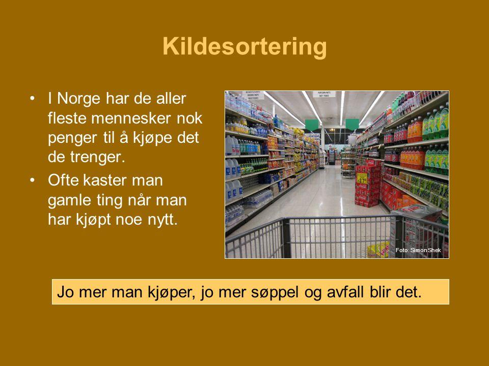 Kildesortering •I Norge har de aller fleste mennesker nok penger til å kjøpe det de trenger. •Ofte kaster man gamle ting når man har kjøpt noe nytt. J