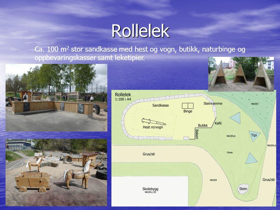 Rollelek Ca. 100 m 2 stor sandkasse med hest og vogn, butikk, naturbinge og oppbevaringskasser samt leketipier.