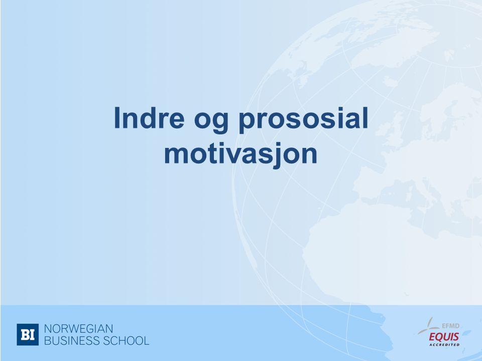 Ytre, indre og prososial motivasjon •Ytre motivasjon –atferd hvor kilden til motivasjonen ligger utenfor det å utføre jobbaktiviteten, men i stedet er knyttet til resultatet som følge av den •Indre motivasjon –atferd utført med bakgrunn i indre belønninger som tilfredshet, interesse, glede eller mening knyttet til de oppgavene vi utfører •Prososial motivasjon –atferd utført med et ønske om å etterleve organisasjonens normer og verdier, gjerne som følge av at medarbeiderne identifiserer seg med organisasjonen •Viktig skille mellom motivasjon for diskrete valg og dag-til-dag motivasjon
