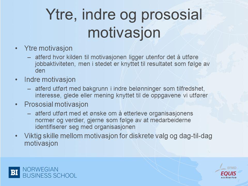 Interaksjoner mellom indre og prososial motivasjon I •Forskjeller mellom indre og prososial motivasjon –indre motivasjon er mer autonom enn prososial motivasjon –indre motivasjon er ikke målrettet, men det er prososial motivasjon –indre motivasjon er en her-og-nå-opplevelse, mens prososial motivasjon er mer framtidsrettet •Ergo kan effekten av prososial motivasjon avhenge av nivået på indre motivasjon –for lave nivåer vil det å betale tilbake en plikt og utført uten fullt engasjement –for høye nivåer vil man betale tilbake fordi man selv ønsker det og liker det