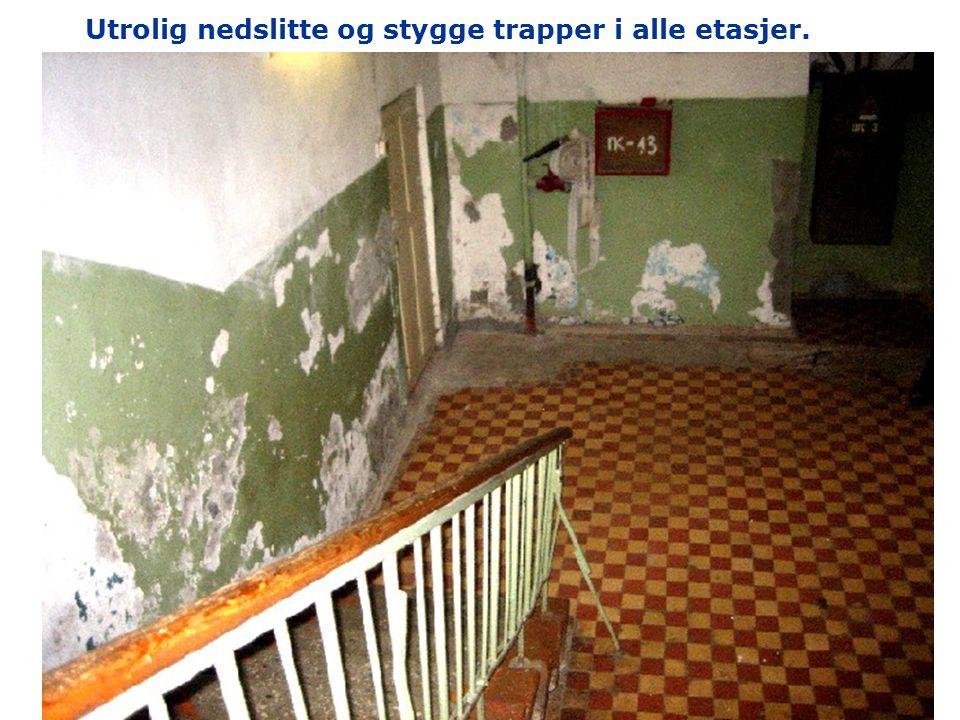 Noen av rommene skal pusses opp mens barna er på sommerleir. Senger og dører er demontert.
