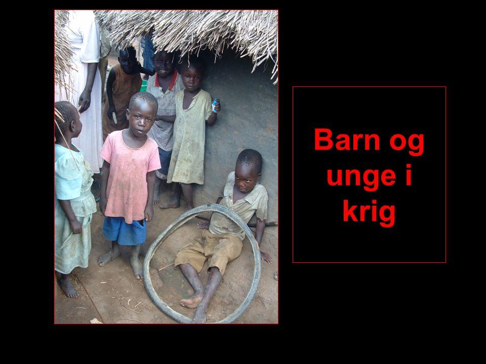 Barnesoldater i Uganda LRA bruker brutale taktikker for å gjøre barna lydige, og de blir ofte hjernevasket med ny identitet og suggestive teknikker Straffen for ulydighet, å rømme, knekke sammen under marsj etc er døden