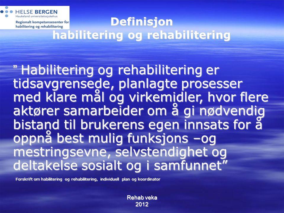 """Definisjon habilitering og rehabilitering """" Habilitering og rehabilitering er tidsavgrensede, planlagte prosesser med klare mål og virkemidler, hvor f"""