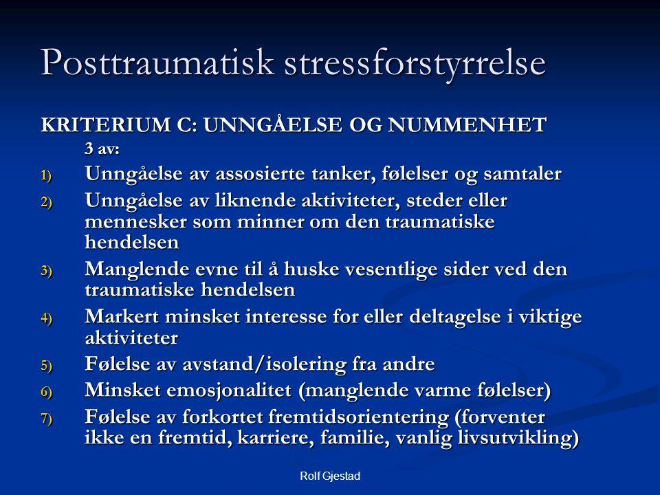 Rolf Gjestad Posttraumatisk stressforstyrrelse KRITERIUM C: UNNGÅELSE OG NUMMENHET 3 av: 3 av: 1) Unngåelse av assosierte tanker, følelser og samtaler