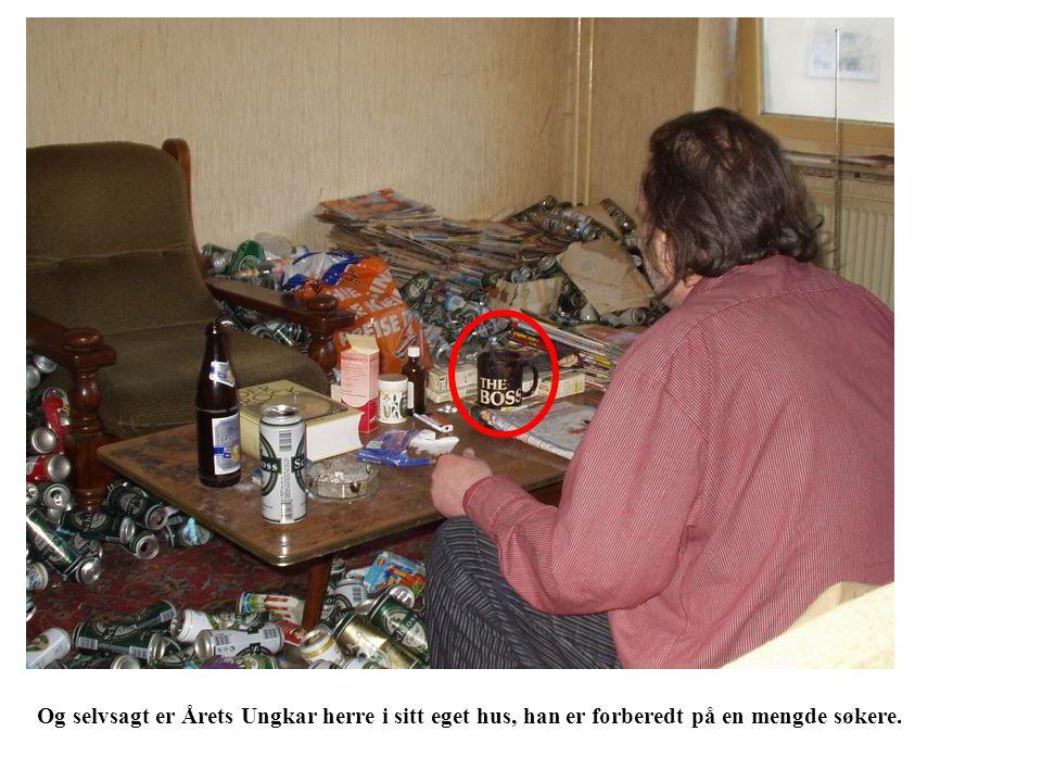 Og selvsagt er Årets Ungkar herre i sitt eget hus, han er forberedt på en mengde søkere.
