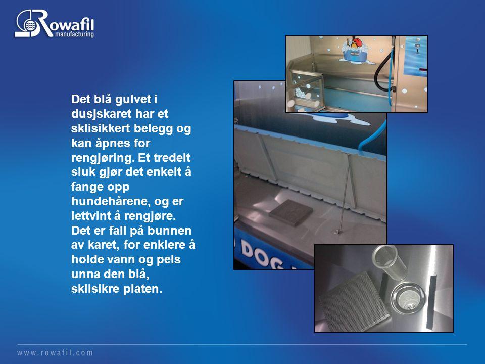 Det blå gulvet i dusjskaret har et sklisikkert belegg og kan åpnes for rengjøring.