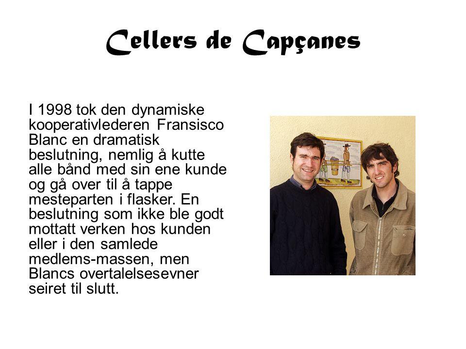 Cellers de Capçanes I 1998 tok den dynamiske kooperativlederen Fransisco Blanc en dramatisk beslutning, nemlig å kutte alle bånd med sin ene kunde og