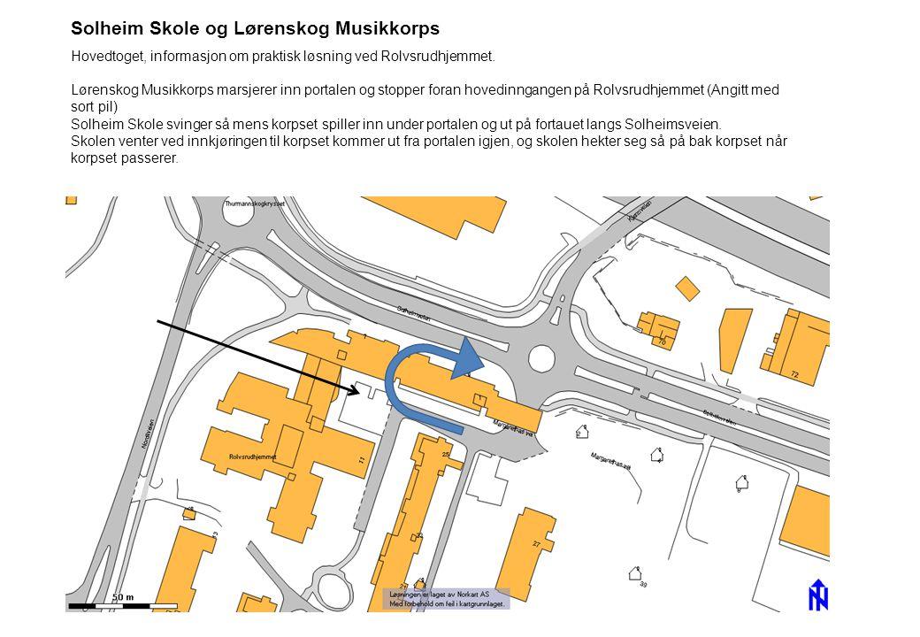 Solheim Skole og Lørenskog Musikkorps Hovedtoget, informasjon om praktisk løsning ved Rolvsrudhjemmet. Lørenskog Musikkorps marsjerer inn portalen og